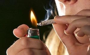 El consumo de cannabis entre los jóvenes de Castilla y León se aproxima ya al de drogas legales como el tabaco