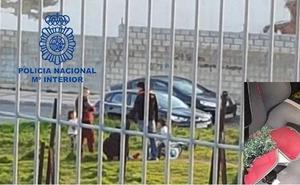 Sorprenden a un ladrón cuando robaba un bolso de un coche tras romper la ventanilla de una pedrada en León