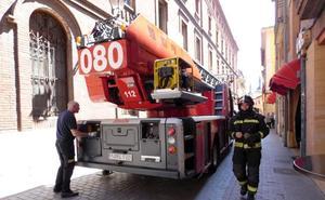 El temor a un incendio en una estufa en el casco histórico obliga a intervenir a Bomberos