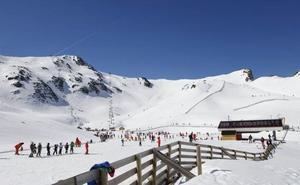 Asturias plantea a León dar un paso al frente y unir de forma definitiva San Isidro y Fuentes de Invierno