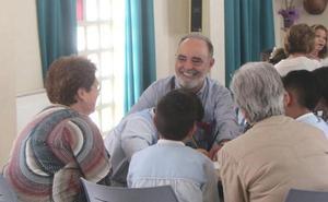 Alzheimer León exporta a Valencia su programa 'Tengo algo que contarte', en el que escolares y pacientes inician una entrañable relación por carta
