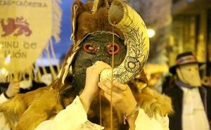 León y Bragança reúnen en Astorga a 500 personas para mostrar los ancestrales carnavales de ambos territorios