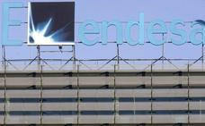 Los trabajadores de Endesa se concentran ante la sede de la empresa contra la desinversión