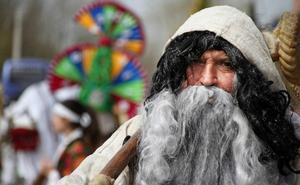 Astorga y la ciudad portuguesa de Bragança estrechan lazos con los carnavales tradicionales como nexo común