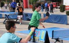 Centenares de niños disfrutan de un entrenamiento al aire libre en la Plaza de San Marcos