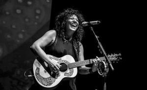 León recibe a Rosana en su gira «En La Memoria De La Piel»