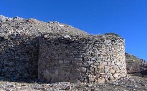 Ecologistas en Acción lanza un SOS ante el posible uso del castillo de Llanos de Alba para tareas mineras