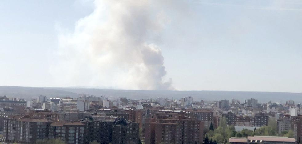 Un ejercicio militar termina en un incendio que hace intervenir a la UME en el campo de tiro del Ferral del Bernesga