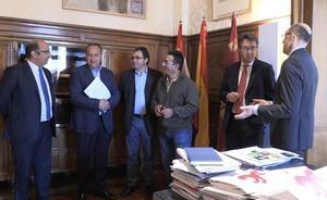 La Federación de Juntas Vecinales exigen a la clase política leonesa frenar el «mazazo y colapso» del Gobierno al medio rural