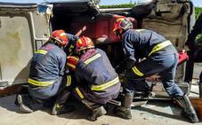 Los Bomberos de León inculcan a los alumnos del Giner de los Ríos consejos de cómo actuar en accidentes