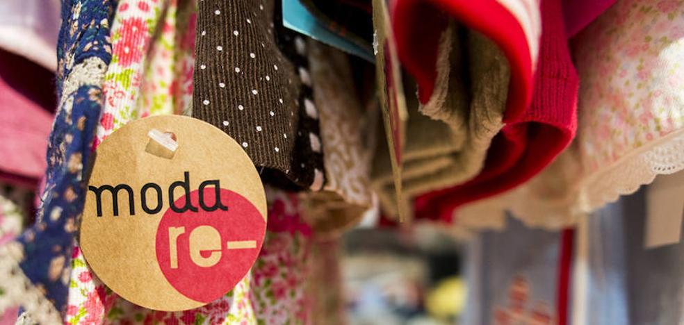 Cáritas abrirá una tienda de ropa reciclada en León con la que dará empleo inicial a cuatro personas