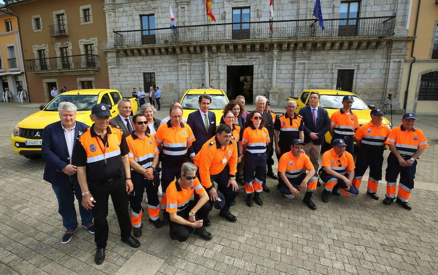 Entrega de vehículos de Protección Civil a Ponferrada, Villafranca del Bierzo y Castropodame