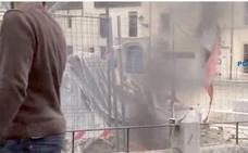 La Policía Nacional identifica a un leonés como autor de la quema de una bandera de Castilla y León en la Plaza del Grano