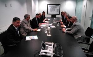 El PP exige al PSOE-PAL que pida a Adif la construcción de una pasarela en el barrio de la Sal como se aprobó en el pleno