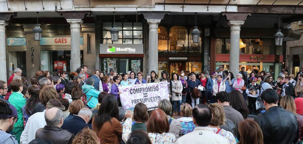 Más de mil personas piden en Castilla y León más presupuesto para combatir la violencia machista