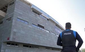 Cae parte de la cornisa del estadio Reino de León