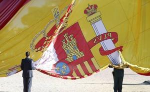 La bandera rojigualda, enseña de España desde hace 175 años