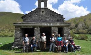 Promonumenta recorre el 'Camino Olvidado a Santiago', una etapa de «encantos y abandonos»