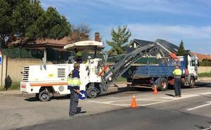 El Ayuntamiento reanuda los trabajos del plan de asfaltado municipal en la carretera de Carbajal