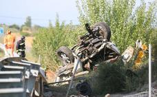 Un fallecido y dos heridos al arrollar un camión cargado de gasolina a una furgoneta de mantenimiento en la autopista León-Astorga
