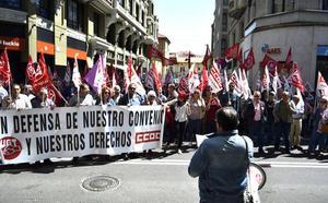 Los sindicatos advierten de una huelga general si no suben los salarios ante una patronal «que se pone chula»