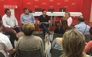 El PSOE de León se reúne con los afectados por el desmantelamiento de la Unidad del Dolor