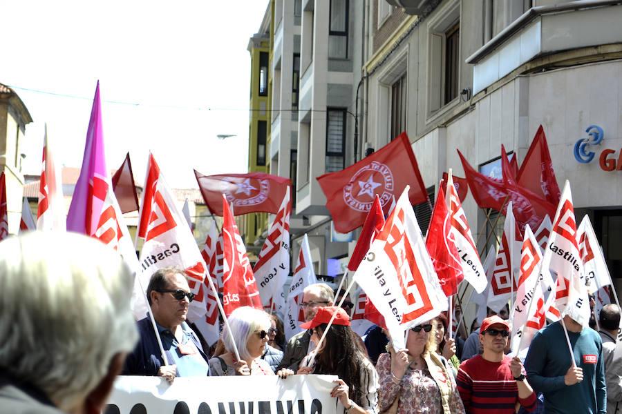 Protestas ante la sede de la patronal