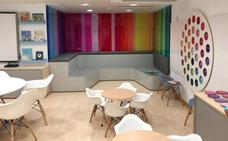 El 'aula de las emociones' convierte el Hospital de León en un espacio divertido y educativo para los niños