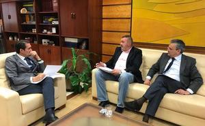 Quiñones propone crear una rotonda con paneles luminosos en Carbajal para evitar colisiones