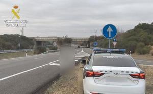 La Guardia Civil intercepta al conductor de un turismo que circuló durante 13 kilómetros en sentido contrario en la León-Astorga