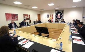 El PP ve «errónea» la decisión de Clemente de mantener la pregunta a Herrera