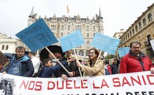 El optimismo ante la última reunión con Herrera no frena al pasacalles por la Sanidad Pública