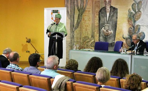Francisco J. Carballo se incorpora a la Academia de Ciencias Veterinarias