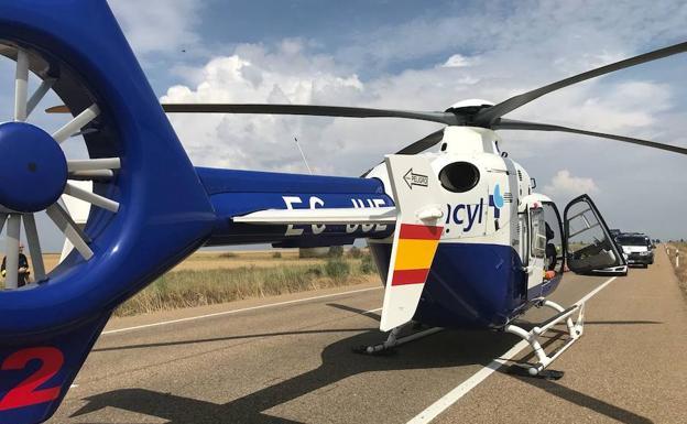 El helicóptero del Sacyl, en el lugar del accidente.