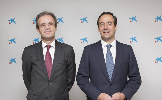 El presidente de CaixaBank Jordi Gual y el consejero delegado Gonzalo Gortázar. /R. C