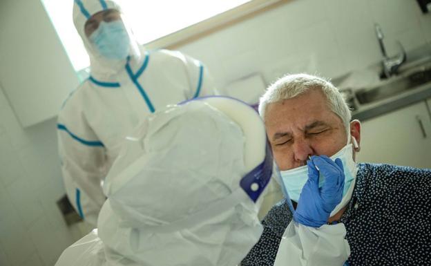 España alcanza los 27119 muertes por coronavirus