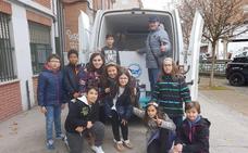 El BAS recibe 1.500 euros de Cosmos y 200 kilos de alimentos del Colegio Navaliegos