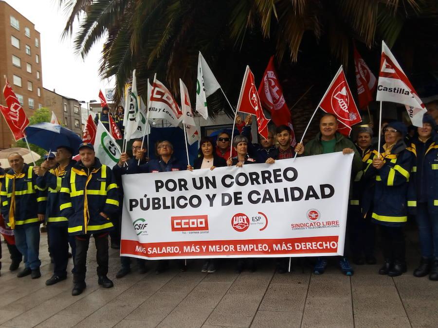 Protesta de los trabajadores de Correos en Ponferrada