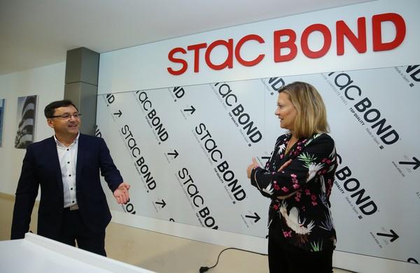 La consejera de Economía visita la factoría Stac en Toral de los Vados
