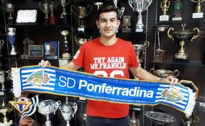 Saúl Crespo renueva su contrato con la Ponferradina