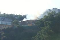 Incendio de una casa en ruina en el casco histórico de Ponferrada