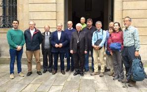 El arzobispo de Santiago recibe a la delegación japonesa tras su peregrinación promocional por el Camino de Invierno