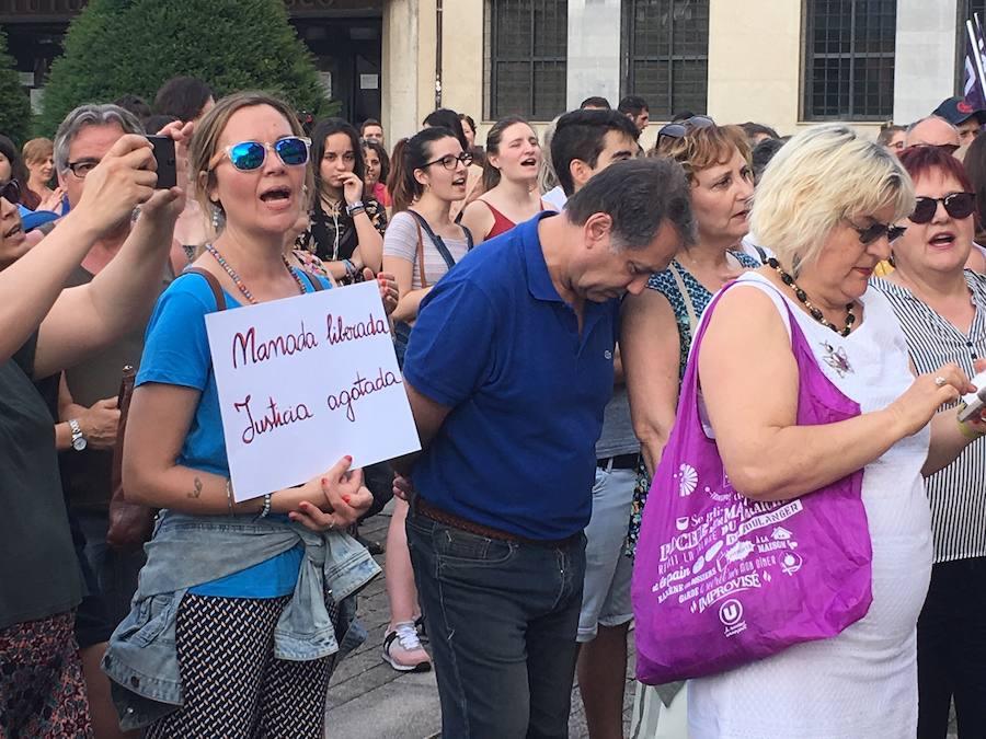 Concentración en Ponferrada en contra de la puesta en libertad de la Manada