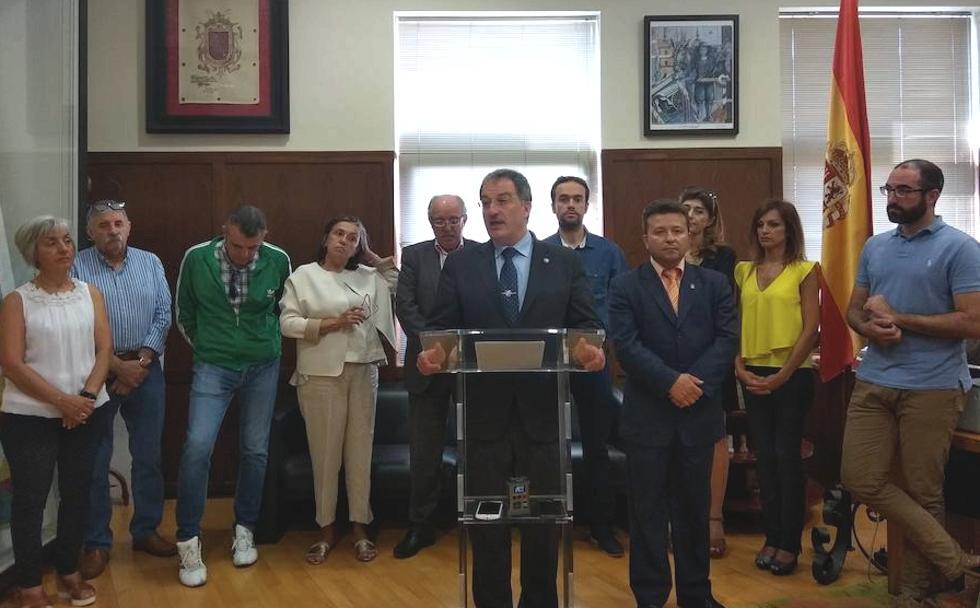 El alcalde y los concejales del Ayuntamiento de Astorga investigados en la Operación Enredadera no dimitirán