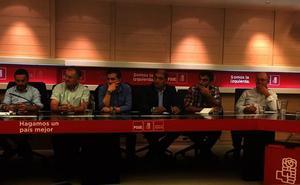 El PSOE de León reitera en Ferraz la necesidad de derogar el decreto que limita a las pedanías