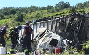 Heridos los conductores de dos camiones tras colisionar en la A-6 a la altura de Almázcara