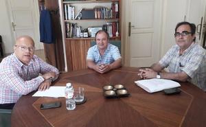 El subdelegado mantendrá reuniones periódicas con Carucedo para analizar la situación de Las Médulas