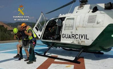 La Guardia Civil rescata a un montañero herido en el Pico Cuiña de Candín y auxilia a cuatro personas en Matavenero