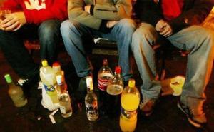 Denunciadas cinco personas el fin de semana por hacer 'botellón' y uno por orinar en la vía pública en Ponferrada