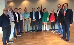 El PSOE acusa a la Junta de olvidar a las comarcas y al sector pizarrero